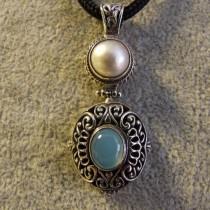 Pendentif en Argent 925 serti d'Une Calcédoine bleue et d'une Perle